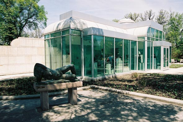 1992 – Leo Mol Sculpture Gallery, Winnipeg, Manitoba