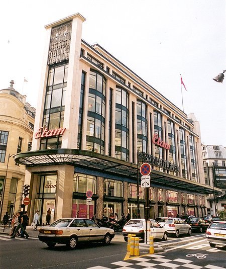 1932 – Etam Department Store, Paris