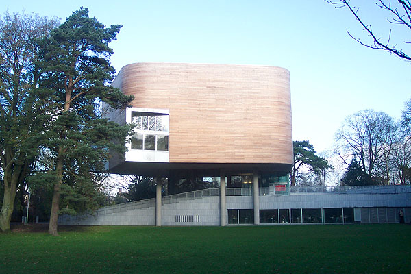 2004 – Lewis Glucksman Gallery, Cork, Co. Cork