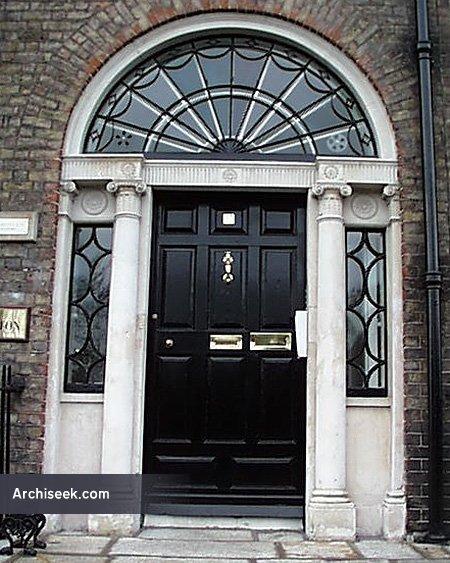 19_doorway_lge