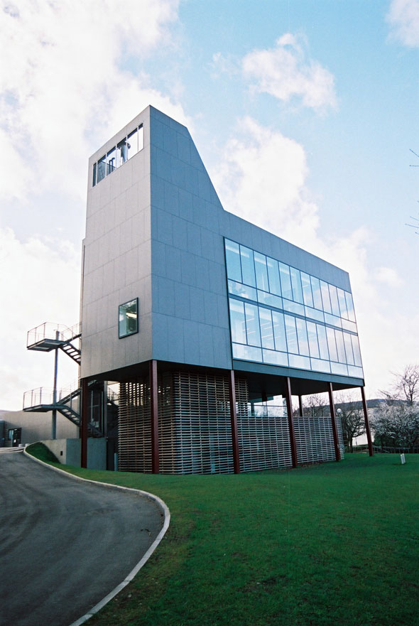2003 – Centre for Research into Infectious Diseases, University College Dublin, Co. Dublin