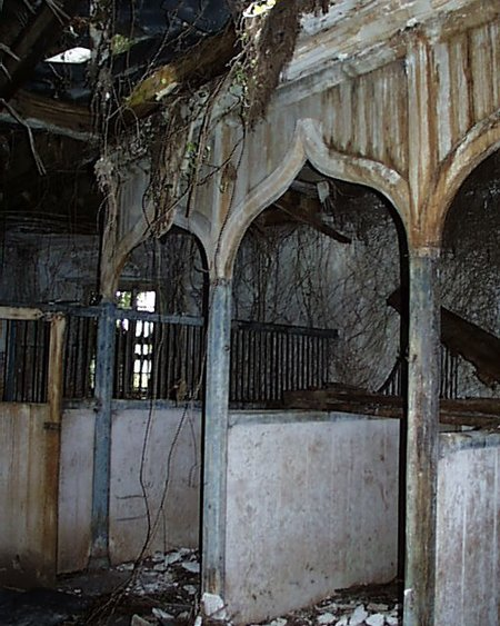 yard_stable_interior_lge