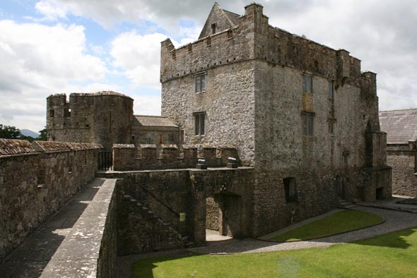 1142 &#8211; Cahir Castle, Co. Tipperary