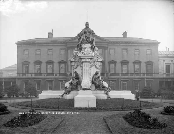 1908 &#8211; Queen Victoria Statue, Leinster House, Dublin