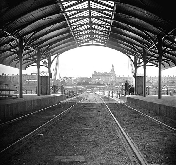 1895 &#8211; Railway Station, Carlisle Pier, Dun Laoghaire