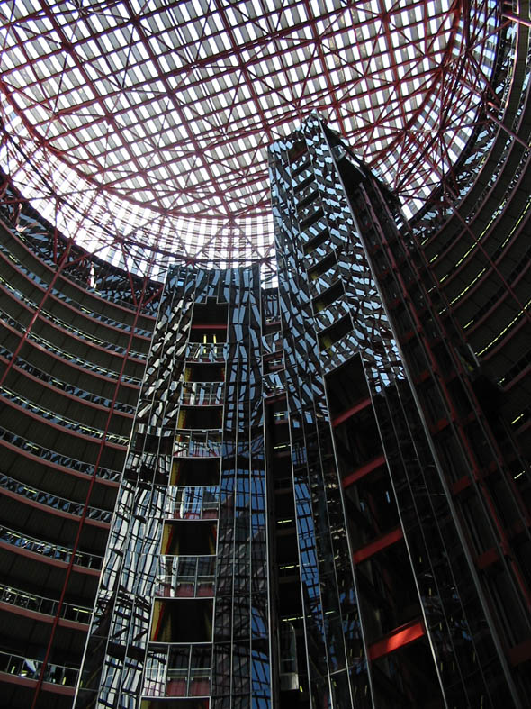 1985 – James R. Thompson Center, Chicago, Illinois
