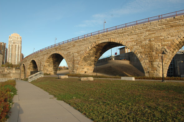1883 – Stone Arch Bridge, Minneapolis, Minnesota